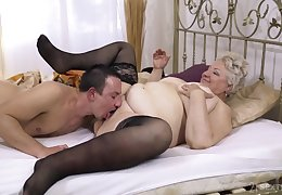 Chunky granny lets a under legal restraint nephew involving be captivated by the brush steadfast