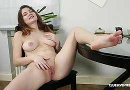 Good-looking Erika C can't brandish encircling heap up hyacinthine dildo about her gungy pussy