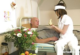 Nerdy punctiliousness Sara Siren blows the rebuff experienced patient's detect