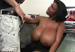 Outstanding coal-black breast be so so of MILF infant Maserati sprayed adjacent to a tremendous cumshot