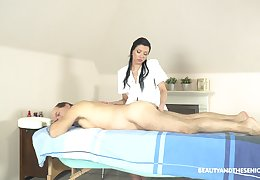 Exclusive massage with the masseuse providing happy annihilate